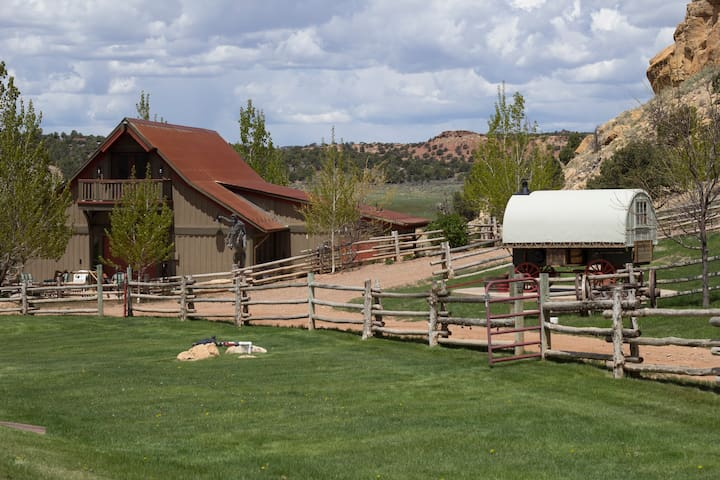 Fabulous Western Barn Vacation - Capitol Reef National Park