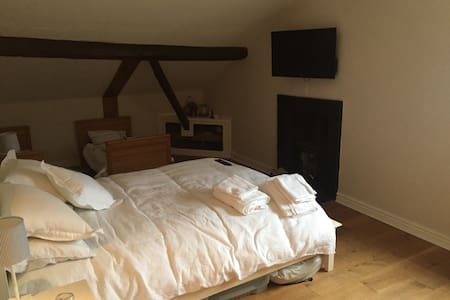 Bedroom. Double and 2 child beds - Tarvin