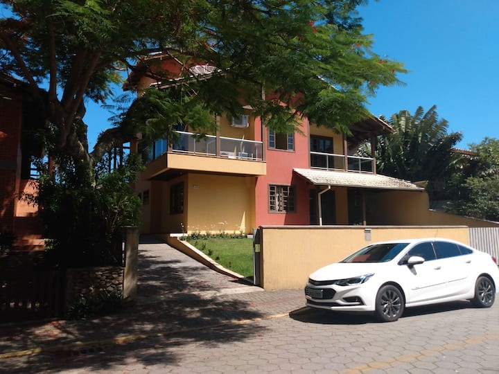 Apartamento 2 dormitórios praia de Bombinhas 001