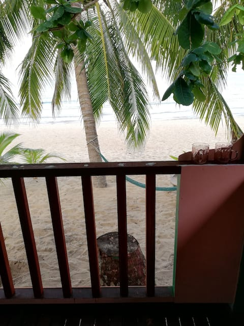 Amazing Beach Front Permata Chalet Double Room AC