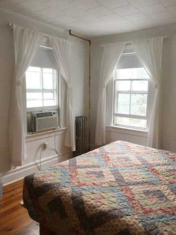 A bright room close to NYC and EWR