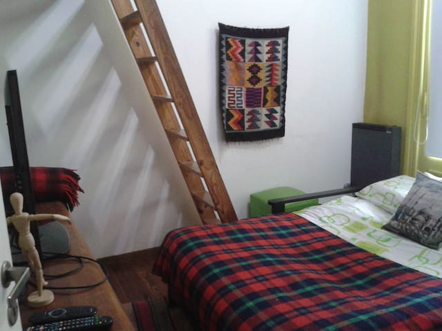 Private room in the heart of Palermo Soho.