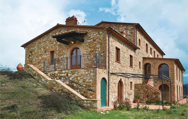 Semi-Detached with 2 bedrooms on 110 m² in Volterra (PI)