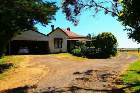 Charming 1890's Farmhouse - Cororooke - Casa