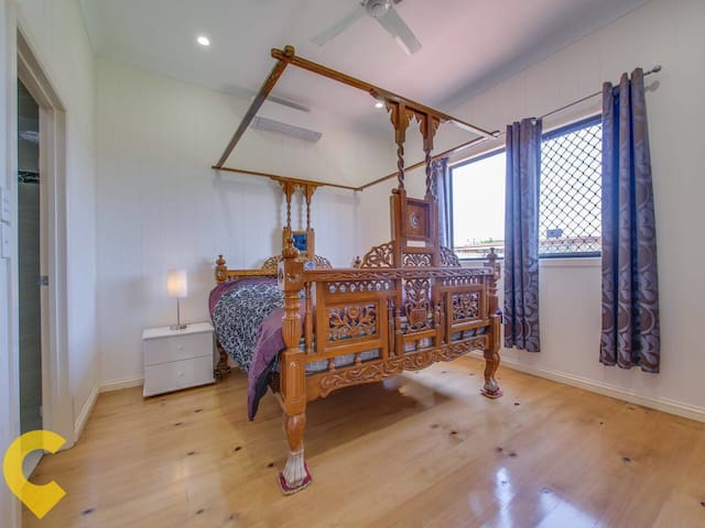 Private ensuite near airport and city. - Clayfield - Guest suite