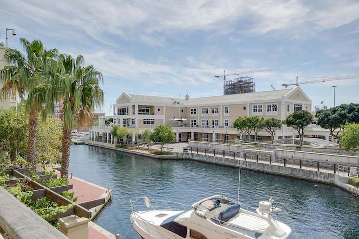 Luxury 2 bed apartment - The Marina V&A Waterfront