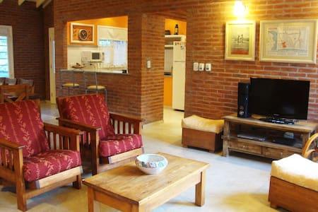 Casa moderna y única en los Bosques de Valeria - Casa