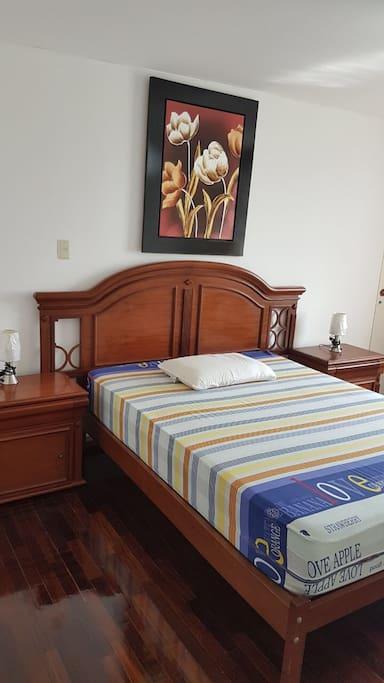 Dormitorio principal/Main room