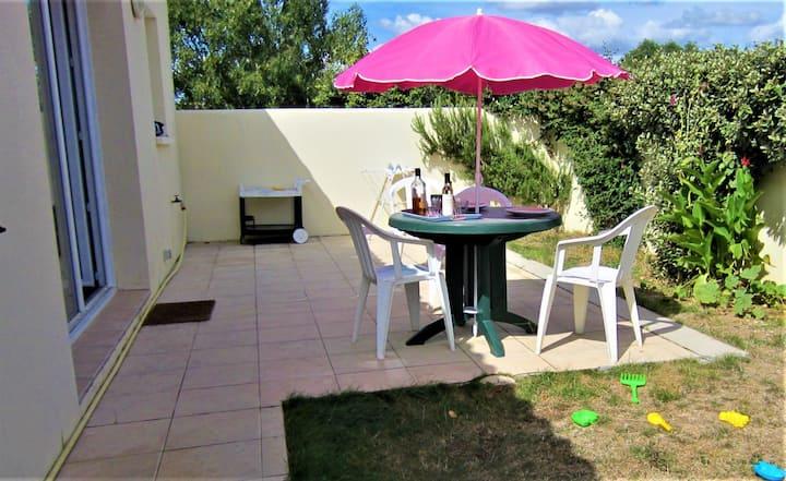 escal,T2, 2 pers, terrasse, jardin, P, clos