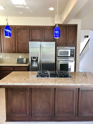 Spacious 4-bd home near LegoLand, Carlsbad Outlets