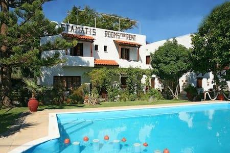 Summer Lodge double room in Crete 4 - Pirgos Psilonerou - Bed & Breakfast