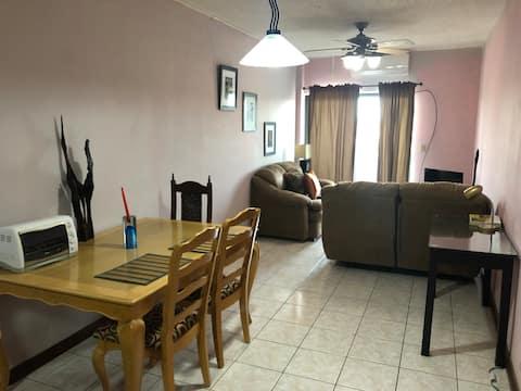 大型單居室公寓,配有兩張雙人牀!