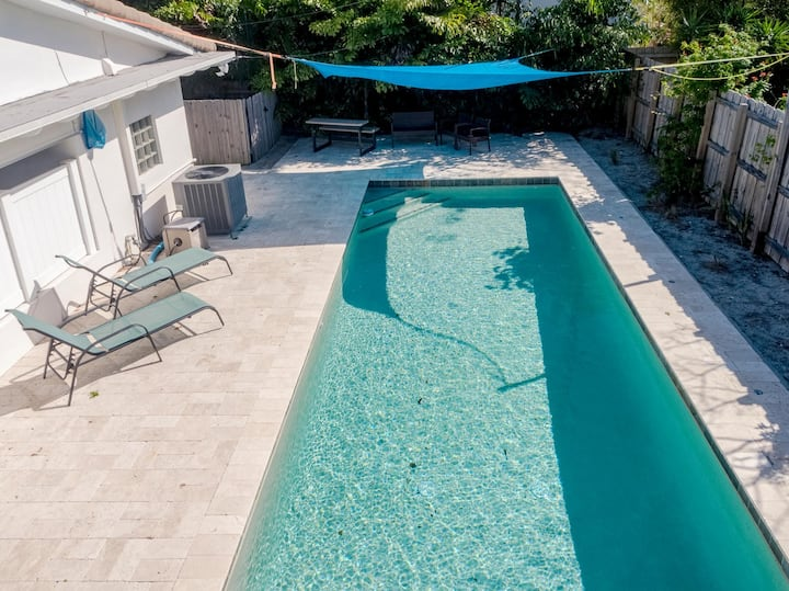 Single Family bungalow with Private Pool!
