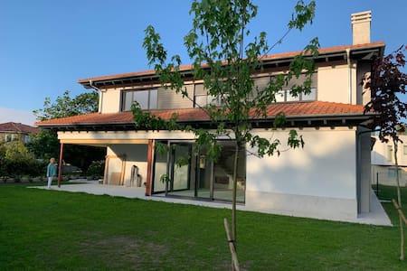 Casa recién construida en La Isla,Colunga