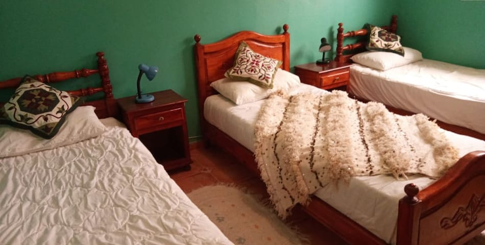 3 single beds room