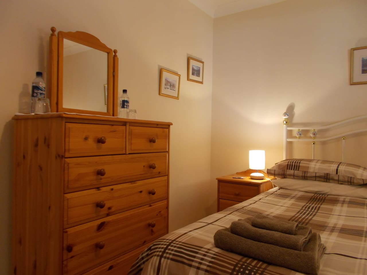 Our small downstairs double bedroom.