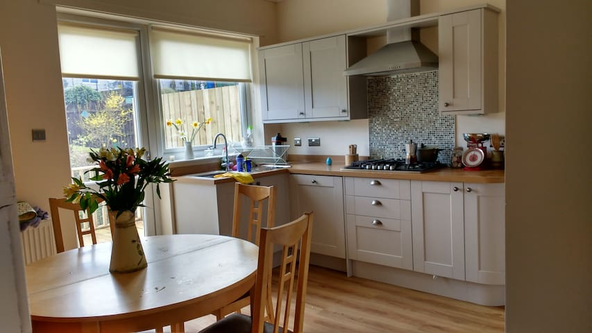 Beautiful family home in Milngavie - Milngavie - Ev