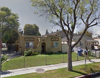Spanish Colonial in Van Nuys - Ház