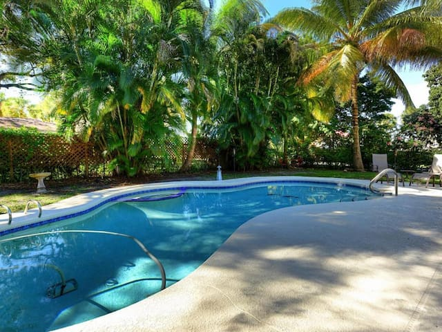 Secluded Pool Hideaway, Conveniently Located.