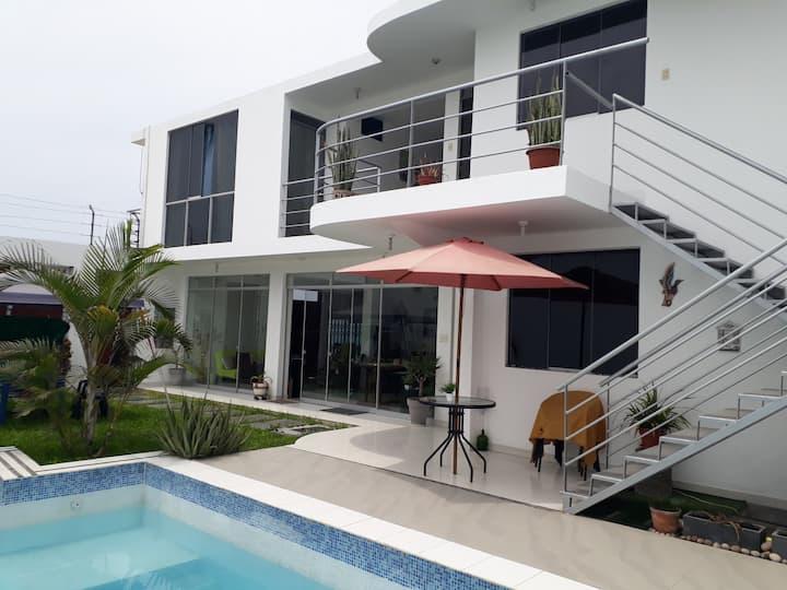 Casa Blanca en Playa y Campo Chancayllo