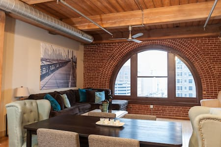 Modern, Comfy and Great Location! - St. Louis