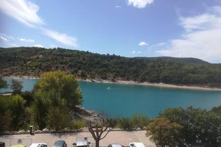 Appartement avec vue sur lac