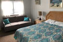 Master bedroom has queen bed and single size futon sleeper, cable TV