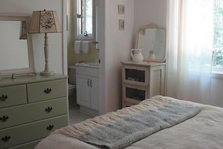 Bedroom suite in Springs, New York - East Hampton - Apartment
