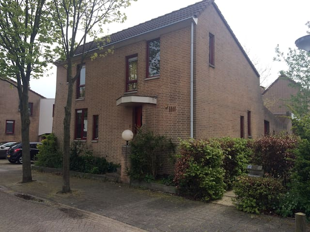 Modern familyhouse near Amsterdam - Almere - Casa