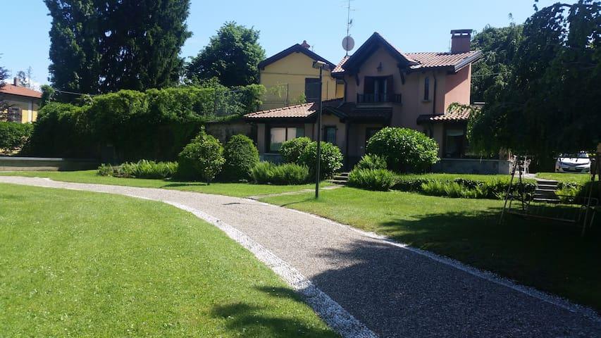 Villetta chalet sopra Varese - Varese - Hus