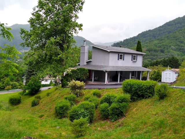 2 Bed 2 Bath Close to Town & Skiing, Spectacular Views, Easy Access, WIFI