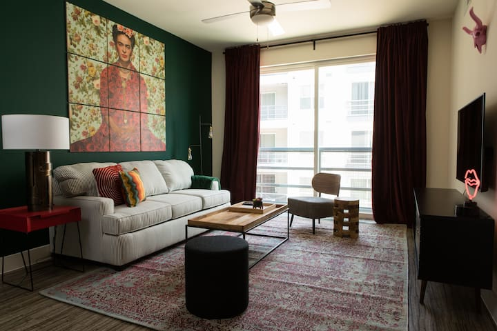 Luxe 1BR at The Domain #1354 by WanderJaunt