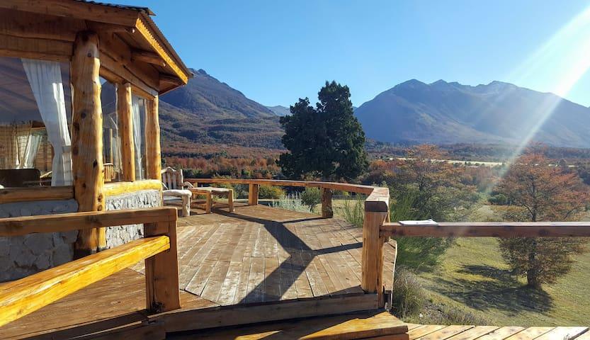 """Pueblo Alto Lodge """"Tu casa en la montaña"""""""