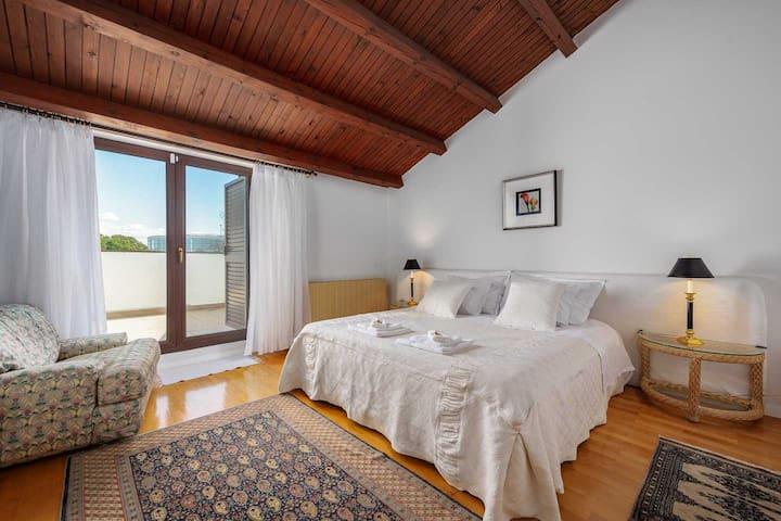 Double bed bedroom