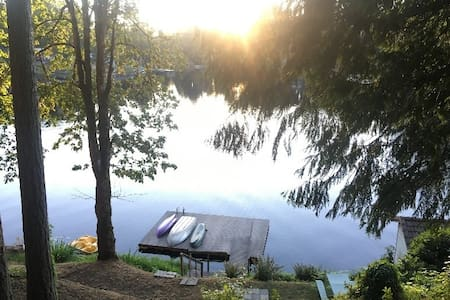 Cozy, quiet lakefront cabin for 2