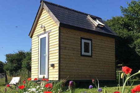 Ty Caban-A beautiful cedar cabin in rural Wales