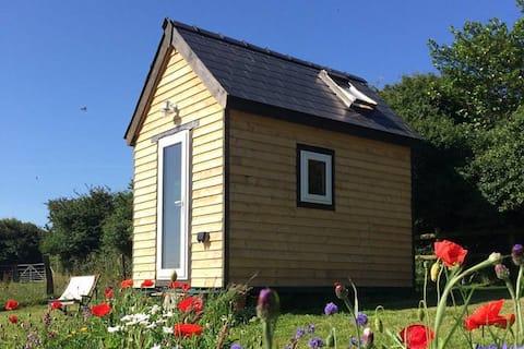 Ty Caban-A beautiful cedar cabin in rural Wales
