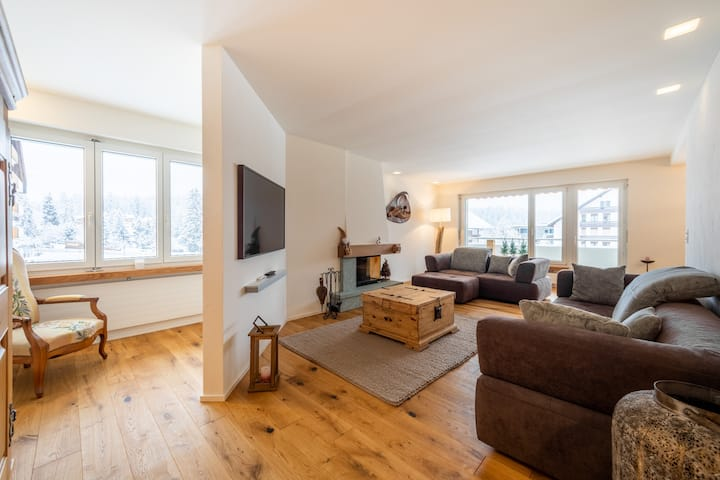 Beautiful 3BR apartment right next to the valley station in Laax (Val Signina 7-12)