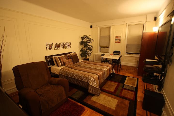 Prices Finger Lickin' Good HUGE Room w/Tempur-Ped - Bronx - Leilighet