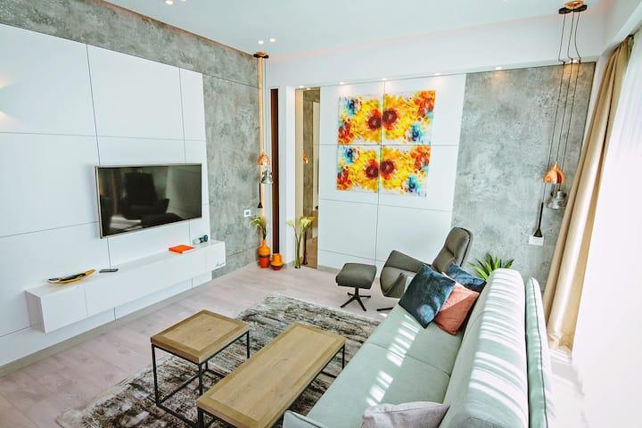 2 Bright Apartment