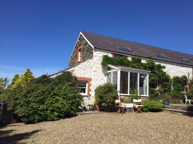 Cosy Welsh Cottage–Close to Irish ferry, 2 bedroom - Fishguard - บ้าน