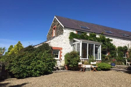Cosy Welsh Cottage–Close to Irish ferry, 2 bedroom - Fishguard - House