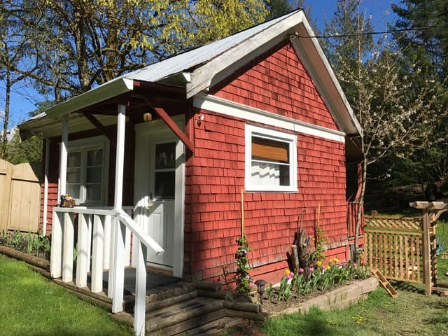 Comfortable Cottage - Walk to Pub or hiking trails - Cobble Hill - Cabana