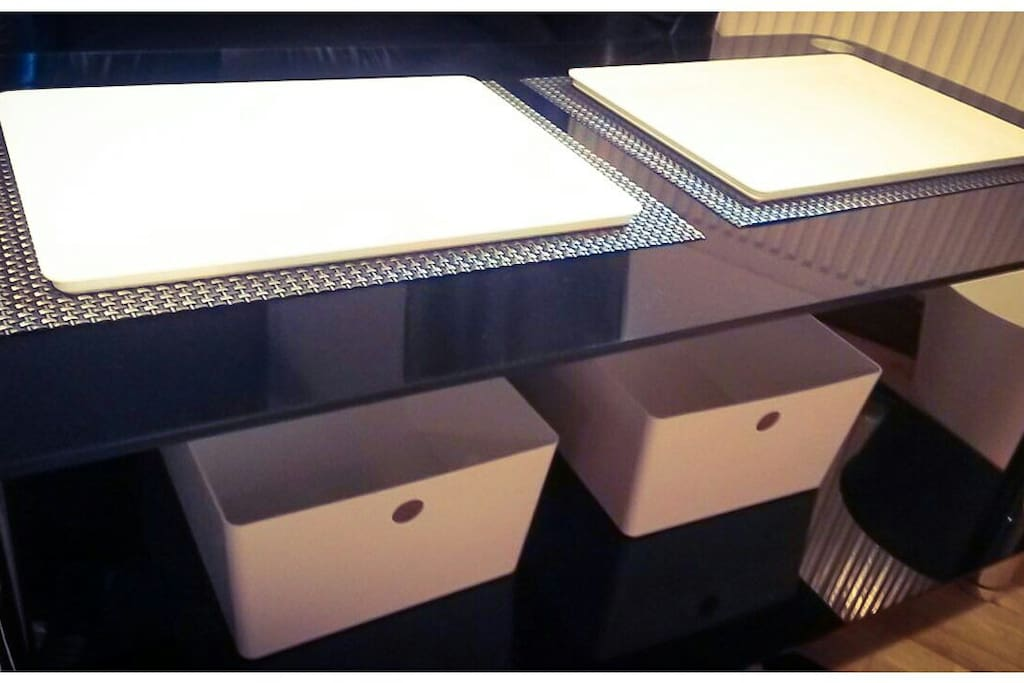 TABLES AND STORAGE IN YOUR ROOM
