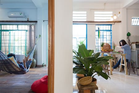 Private bedroom in Funky architect's apartment - Ho Chi Minh City