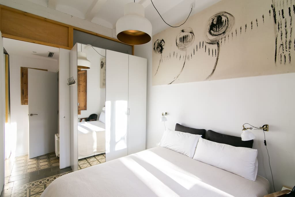 1º Room with one of the two bath at the exit.