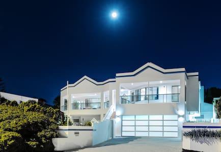 Beach front Mullaloo House & pool, l'Oceanne - Mullaloo - House