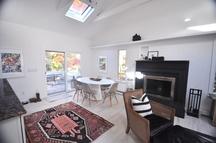 Newly Listed -Bright & Cozy Home near the Bay - East Hampton