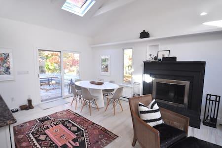 Newly Listed -Bright & Cozy Home near the Bay - 東漢普頓