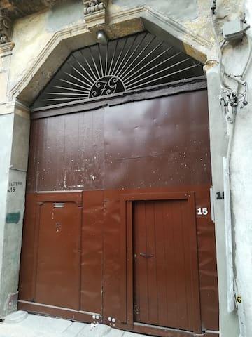 portone del palazzo